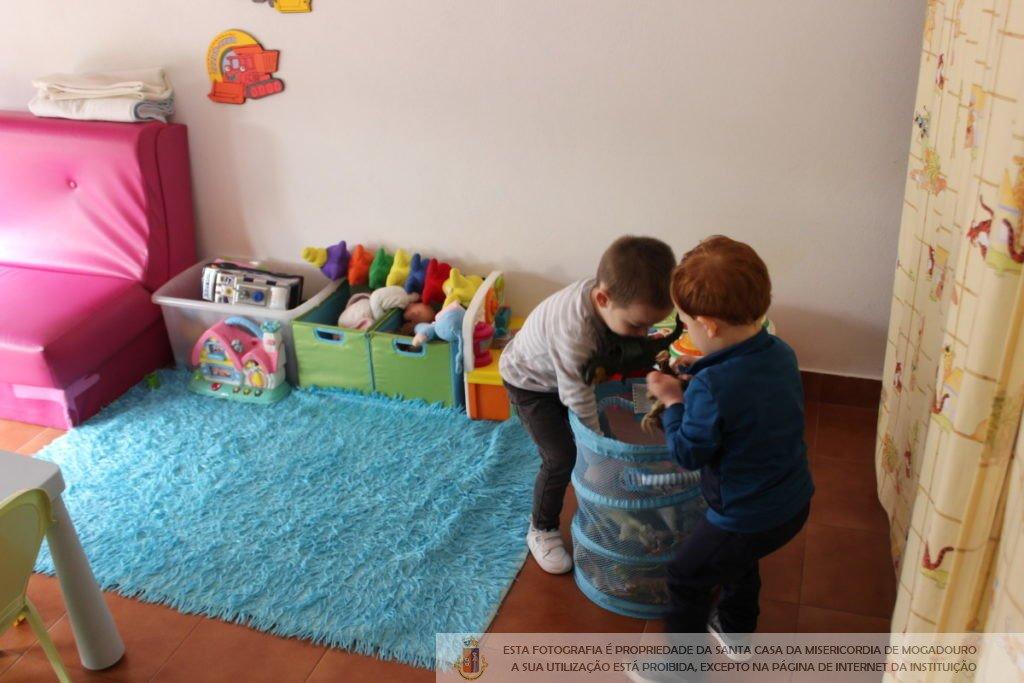 casa-ama-creche-familiar-criancas-brincar